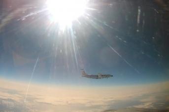 Сопровождение американского самолета-разведчика над Тихим океаном