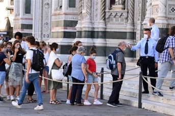 Люди в масках. Италия.