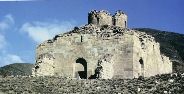 Оцоп (ныне Бадамлы). Средневековый армянский храм, до его разрушения в конце 1990-х годов. (Фото 1980-х г.)