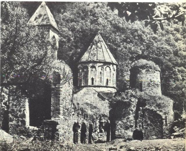 Монастырь Дадиванк, до его освобождения армянскими повстанцами в 1993 г