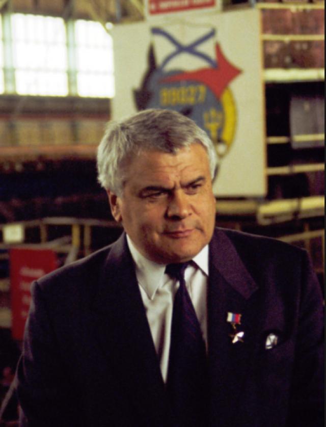 Давид Гусейнович Пашаев, генеральный директор Севмаша в 1988-2004 годах. При нем Севмаш занялся формированием заказа на строительство в гражданских целях
