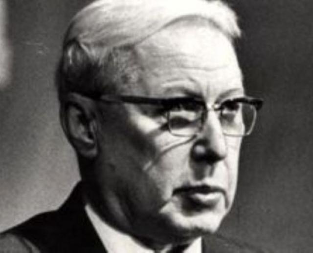 Борис Вениаминович Попов, в 1967-1983 первый секретарь Архангельского обкома КПСС. В его кабинете прошло совещание об использовании АПЛ в освоении Арктики