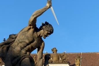 Статуя гиганта с кинжалом. Прага. Чехия