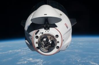 SpaceX Crew Dragon Endeavour приближается к МКС. NASA Johnson