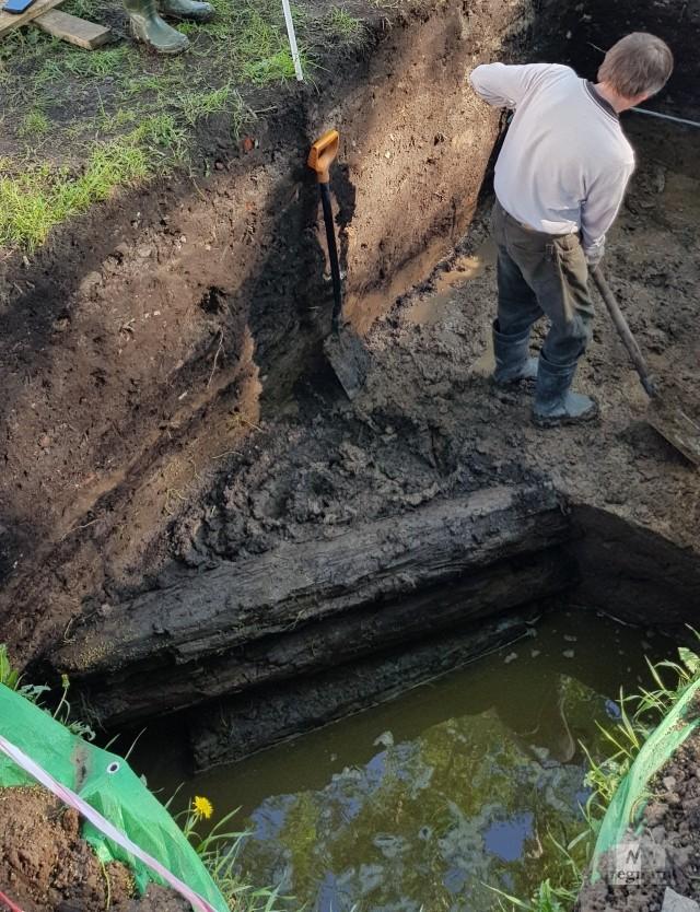 Археологические раскопки у драмтеатра на месте деревянной крепости Архангельска