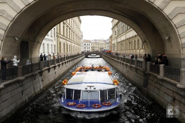 Речной карнавал в Санкт-Петербурге