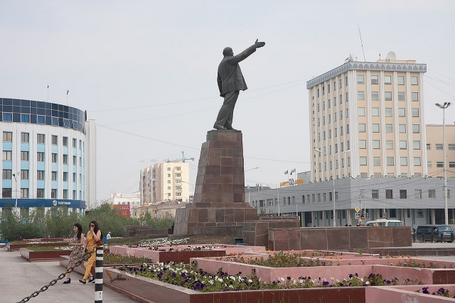 Памятник Ленину. Площадь Ленина, Якутск