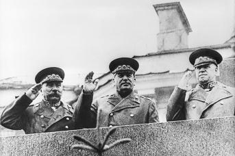 Буденный, Сталин и Жуков на трибуне Мавзолея В. И. Ленина во время Парада Победы 24 июня 1945 года