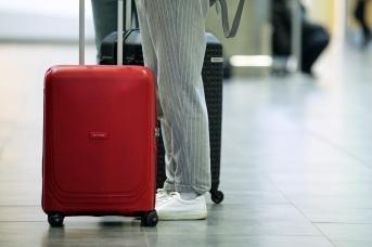 С чемоданом