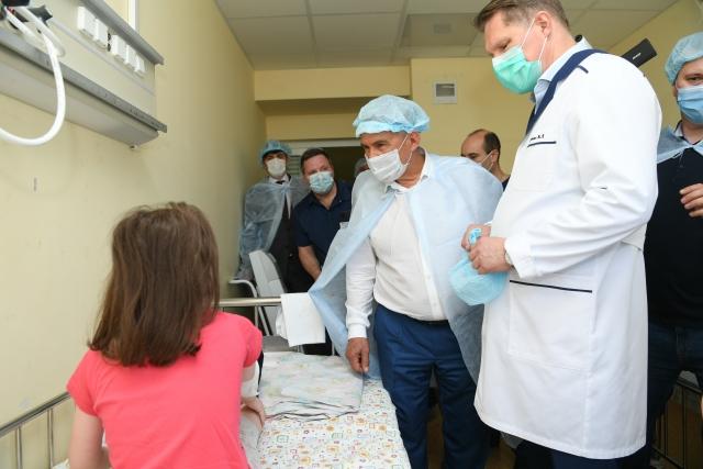 Детская республиканская клиническая больница, куда поступили 18 школьников, пострадавших при стрельбе в казанской гимназии №175