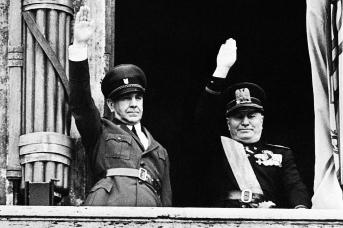 Анте Павелич и Бенито Муссолини на балконе палаццо Венеция в Риме. 18 мая 1941 года