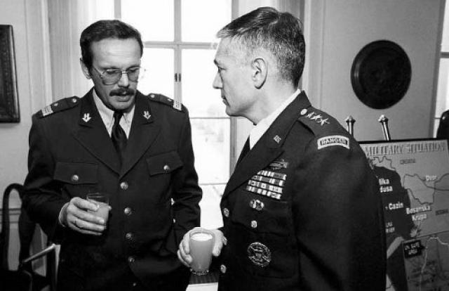 Операцию «Шторм» хорватский Генштаб начал планировать в декабре 1994 года. Хорватский генерал Крешимир Чосич и американский генерал Уэсли Кларк. Пентагон