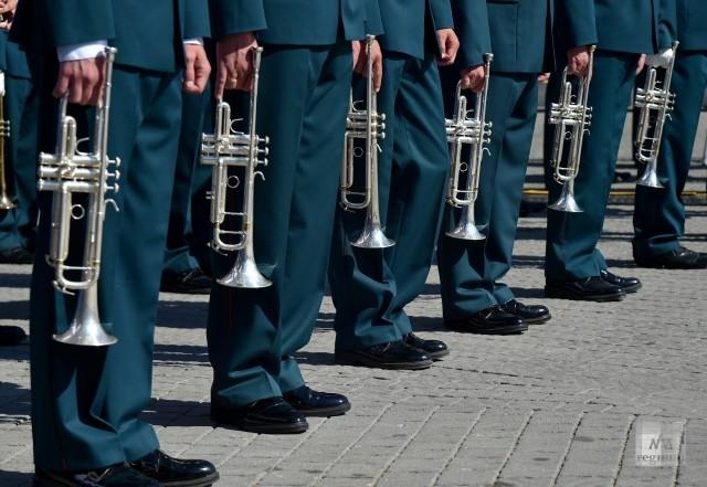Выступление сводного оркестра на площади Нахимова