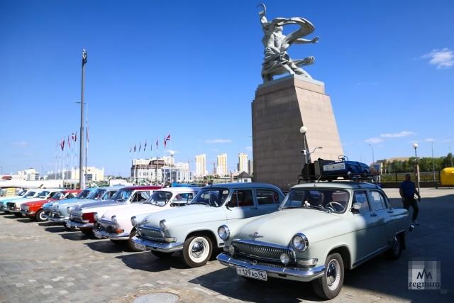 Выставка ретро-автомобилей на площадке музейного комплекса УГМК в В. Пышме