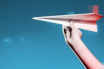 Бумажный самолётик , Иван Шилов © ИА REGNUM