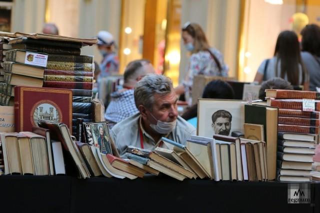 Посетители на книжном фестивале «Красная площадь»