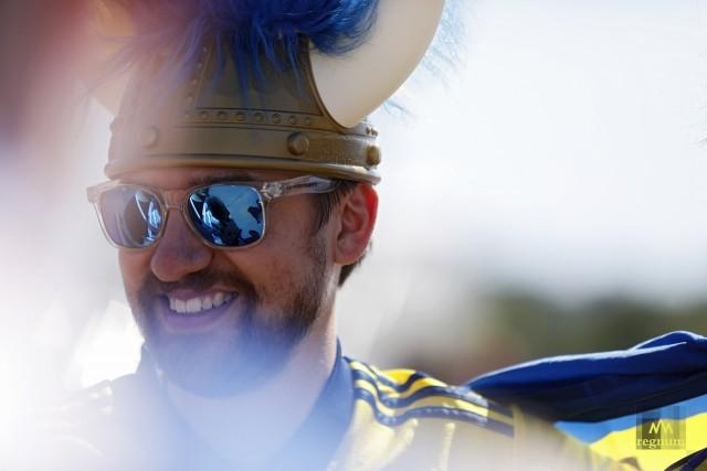 Фанат сборной Швеции перед началом матча против сборной Словакии