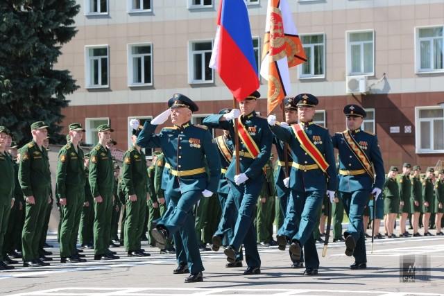 Церемония выпуска офицеров в академии РВСН имени Петра Великого