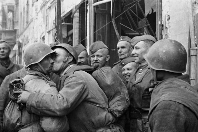 Встреча земляков в Берлине. Май 1945