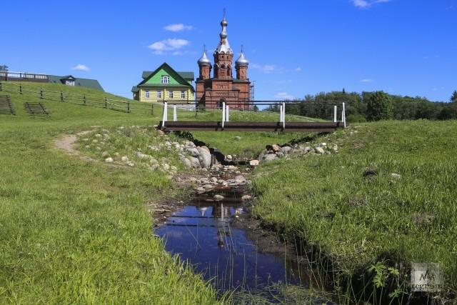 Первый мост через Волгу и Преображенская церковь. Исток Волги. Тверская область