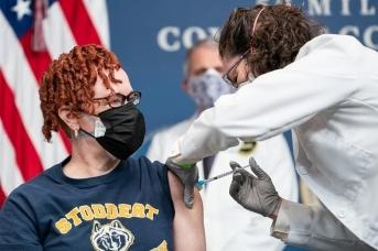 Вакцинация от коронавируса в США (сс) The White House