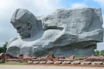 Главный монумент и руины Инженерного управления. Брестская крепость. Андрей Грук © ИА Красная Весна