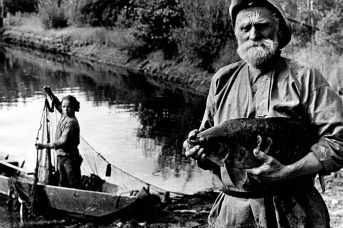 Старик с рыбой. 1960-е