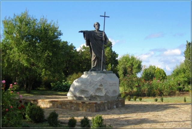 Памятник Апостолу Андрею, расположенный на территории Херсонеса Таврического в Севастополе.