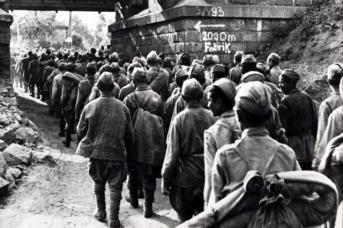 Колонна советских военнопленных