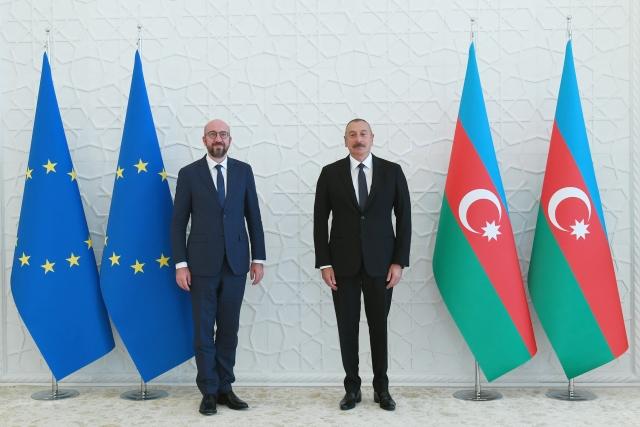 Ильхам Алиев и президент Европейского Совета Шарль Мишель.