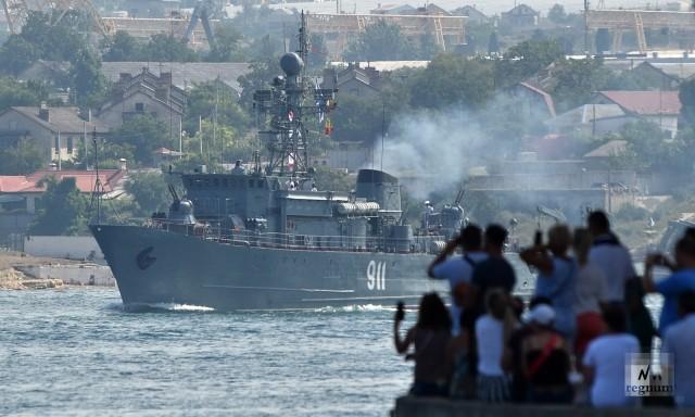 Морская часть парада в Севастополе