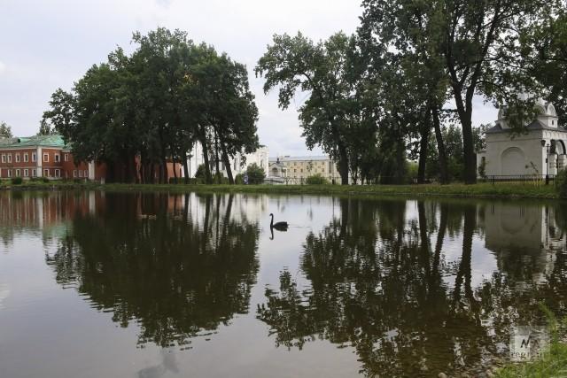 Монастырский пруд. Николо-Угрешский монастырь. Дзержинский. Московская область