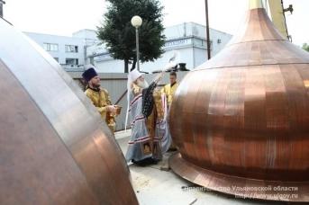 В Ульяновске освятили купола главного Собора Спасского женского монастыря