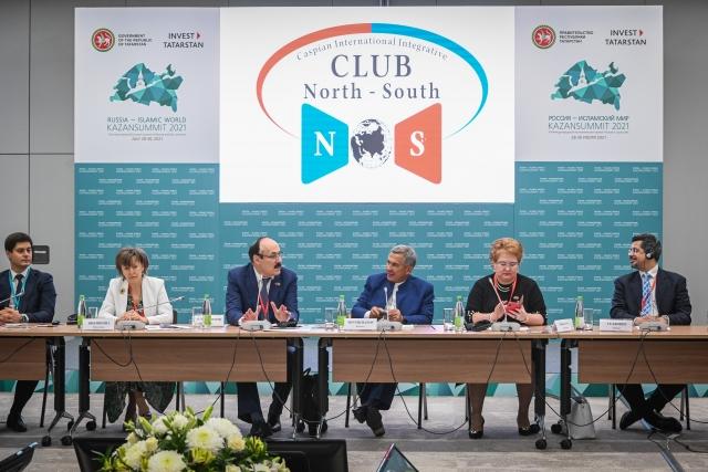 Рустам Минниханов и Рамазан Абдулатипов на XII международном экономическом саммите «Россия — Исламский мир: KazanSummit 2021»