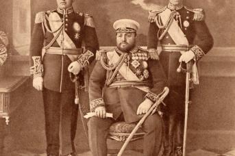 Хабибулла-хан с сыновьями Инаятуллой и Амануллой. 1915-1916