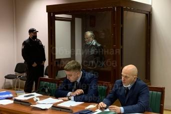 Осужденный историк Олег Соколов и его адвокаты в суде апелляционной инстанции