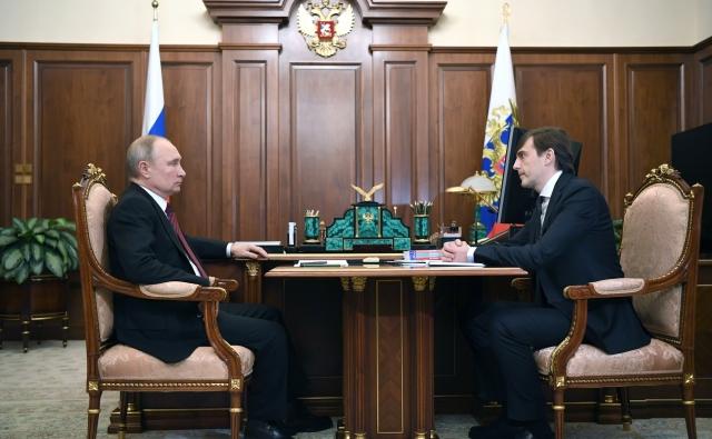 Президент России Владимир Путин с министром просвещения Сергеем Кравцовым