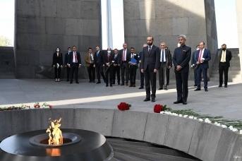 Главы МИД Армении и Индии у мемориала жертв Геноцида армян. МИД Армении