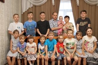 Новосибирского пожарного всегда ждут дома супруга и 14 детей
