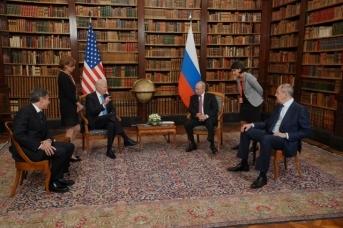 Владимир Путин и Джо Байден на встрече в Женеве