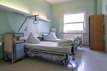 Больничные койки в коронавирусной поликлиники